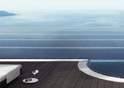 Zwembaduitzicht over Gardameer